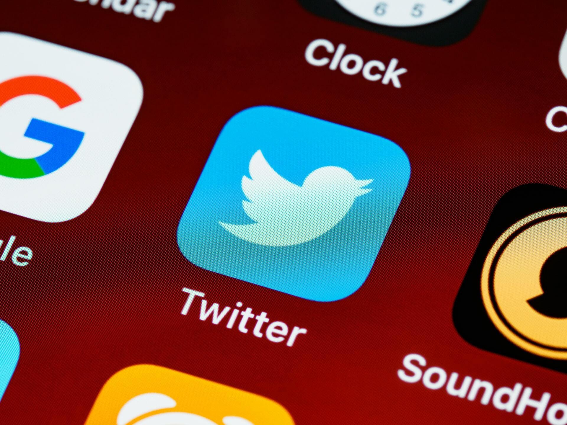 Twitter emoji ile tepki