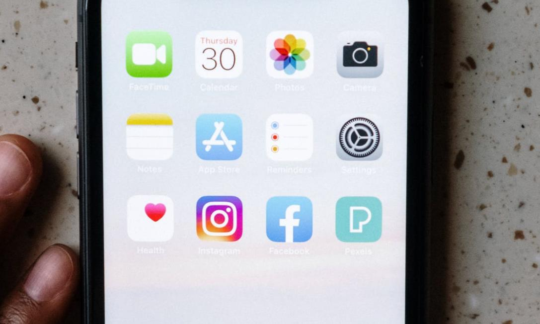 Instagram canlı yayın sistemi için 2 yeniliği dahil ediyor. Yeni iki özellik ile birlikte kullanıcılar yayın sisteminden daha iyi faydalanabiliyor olacak.